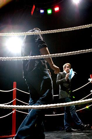 2008-05-07 - Debattboxning spelar på Backa Teater, Göteborg