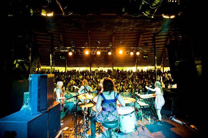 2008-06-14 - Those Dancing Days spelar på Hultsfredsfestivalen, Hultsfred