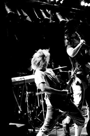 2009-06-26 - Intrive spelar på Peace & Love, Borlänge