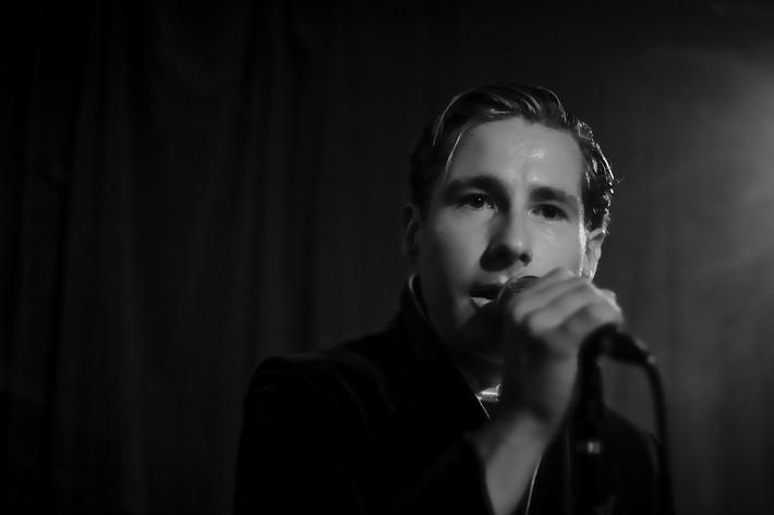 2009-09-23 - Avner performs at Landet, Stockholm