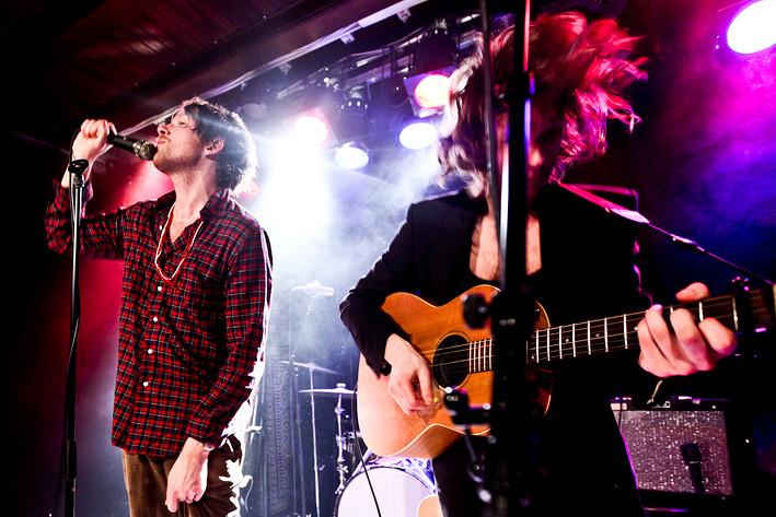 2009-12-26 - Deportees spelar på Guitars, Umeå