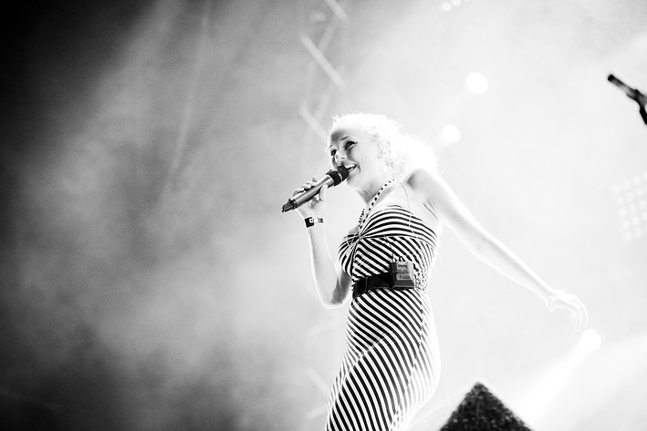 2010-08-20 - Anna Bergendahl performs at Malmöfestivalen, Malmö