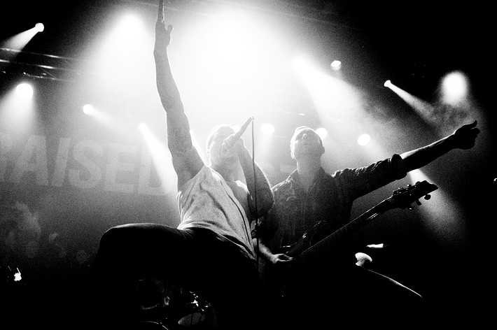 2010-11-23 - Raised Fist spelar på Debaser Medis, Stockholm
