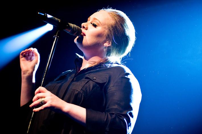2011-03-23 - Adele spelar på Debaser Medis, Stockholm