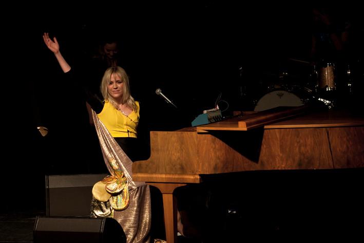 2012-04-21 - Frida Hyvönen spelar på Sagateatern, Umeå