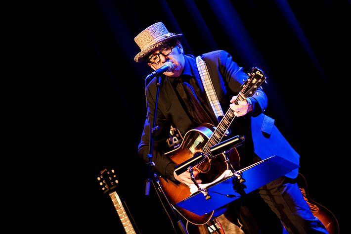 2012-06-08 - Elvis Costello spelar på Rival, Stockholm