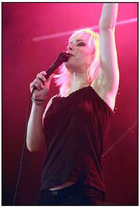 2003-08-10 - The Sounds spelar på Gbg Kalaset, Göteborg