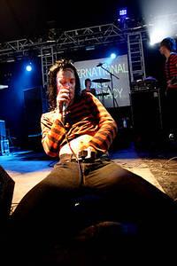2004-08-27 - The (International) Noise Conspiracy spelar på Reading Festival, Reading