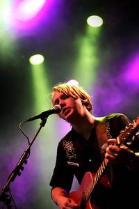 2006-07-29 - Håkan Hellström spelar på Storsjöyran, Östersund