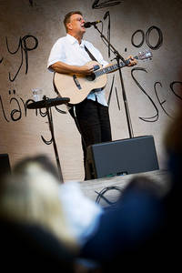 2005-07-08 - Mikael Wiehe performs at Sofiero, Helsingborg
