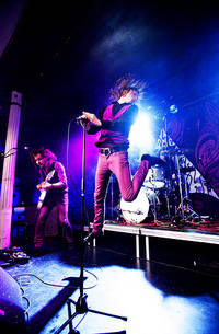2009-05-06 - The (International) Noise Conspiracy spelar på Frimis, Örebro