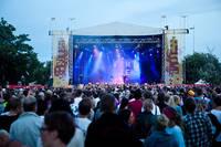 2010-07-02 - Familjen spelar på Peace & Love, Borlänge