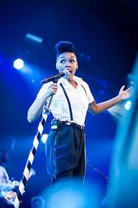 2012-07-05 - Janelle Monae spelar på Roskildefestivalen, Roskilde