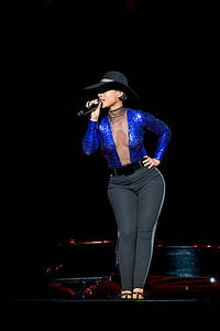 2013-08-10 - Alicia Keys performs at Way Out West, Göteborg