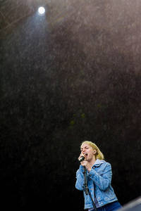 2017-08-12 - London Grammar performs at Way Out West, Göteborg